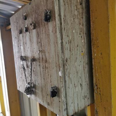 dégâts causés par des nuisibles dans une zone industrielle